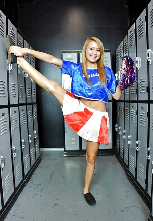 Sinful cheerleader gets naked in the locker room and exposes pink flower