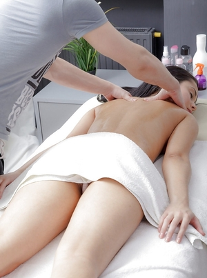 Masseur has an intercourse brunette client's love hole in spoons position and from behind