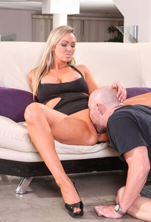 Tanned big-breasted stepmom gets her asshole fucked hard in front of stepdaughter